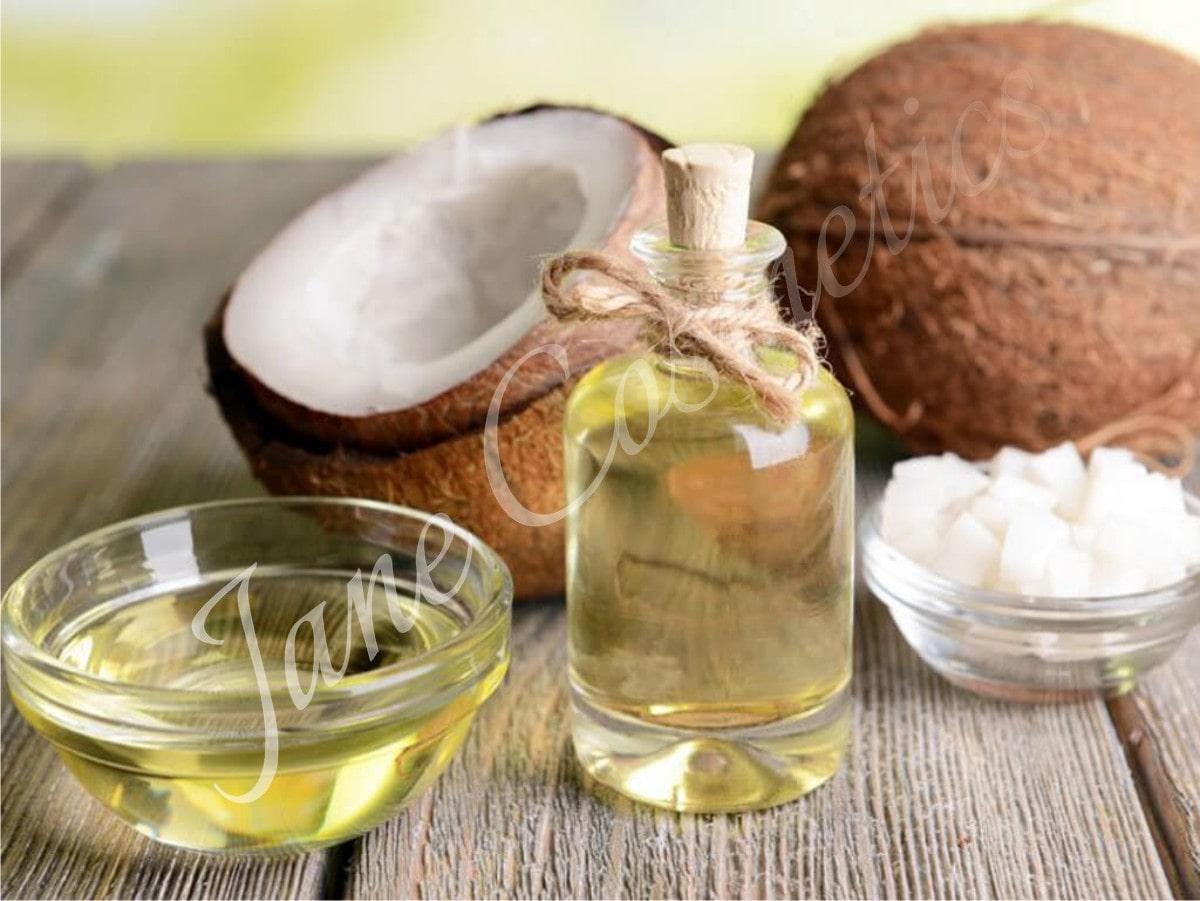 Cách làm môi mỏng bằng dầu dừa